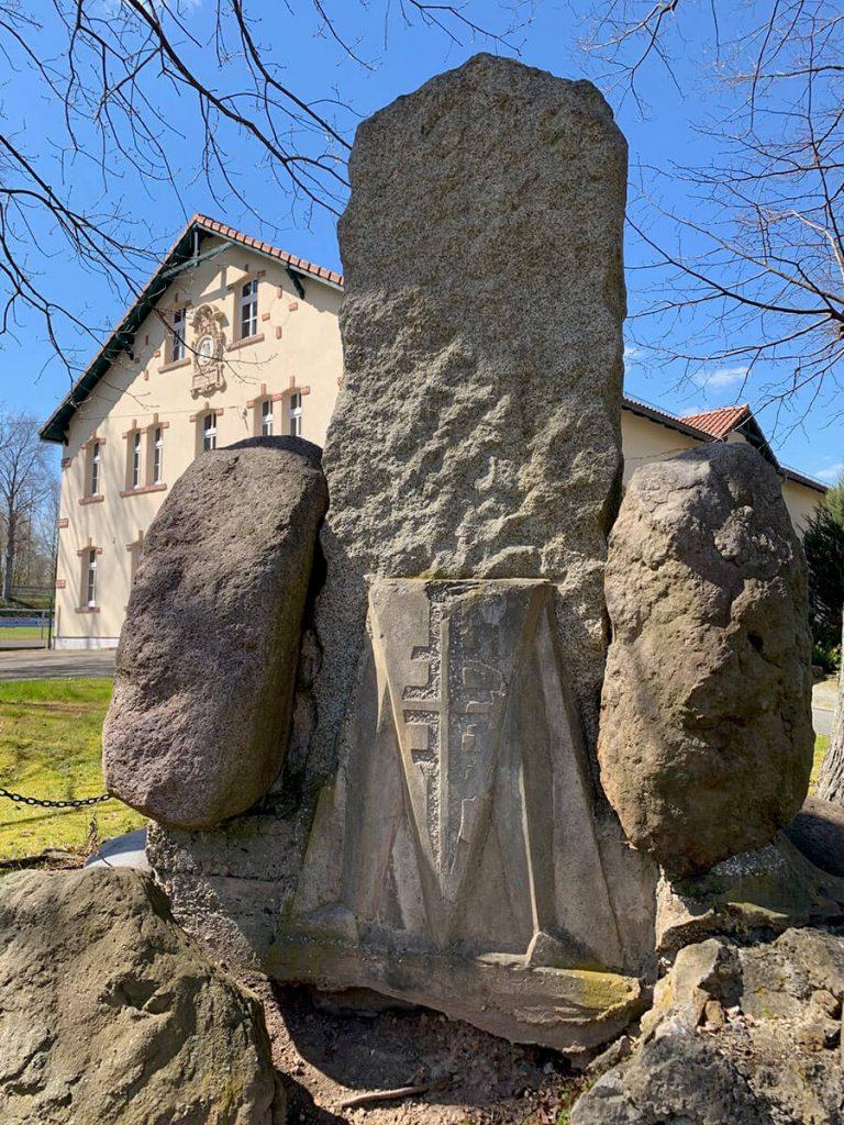 Denkmal an der Jahnturnhalle Schmölln - © Melanie Böhme